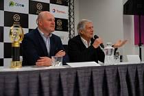 Vyhlášení ankety Zlatý volant. Vpravo Giacomo Agostini