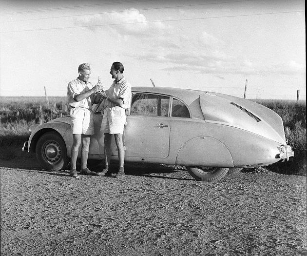 Silvestrovský přípitek Zikmunda a Hanzelky vBrazílii vroce 1948.