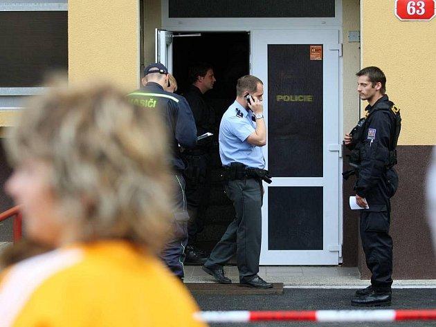 V Plzni v Tachovské ulici 63 byla nalezena v bytě munice, dům musel být evakuován.