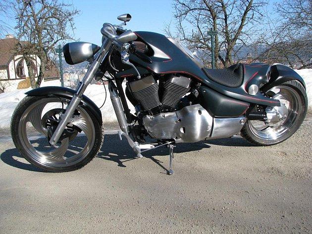 František Bártí z Jablonce zvítězil ve své kategorii v soutěži Bohemian Custom Bike v kategorii Chopper-Cruiser, ve které se utkaly návrhy úprav motocyklů ze čtyř zemí východní Evropy.