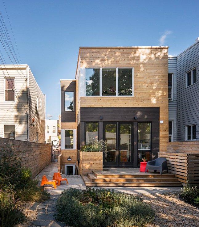 Dřevěná přístavba v Brooklynu