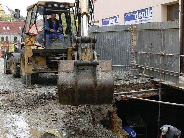 Práce v chrudimské Soukenické ulici se protáhnou až do prosince.