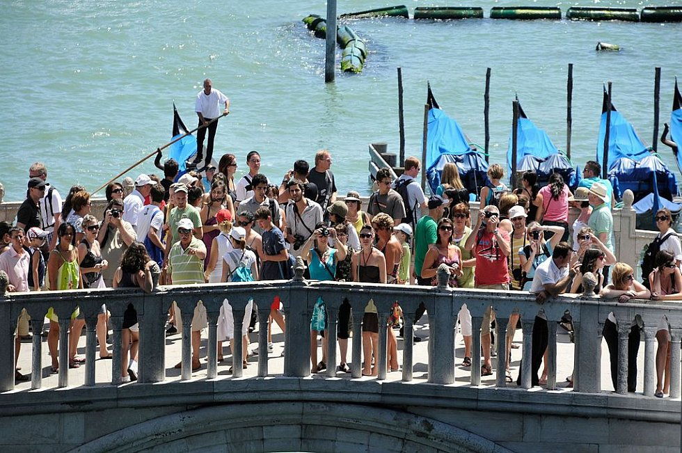 Turistikou trpí už roky italské Benátky.