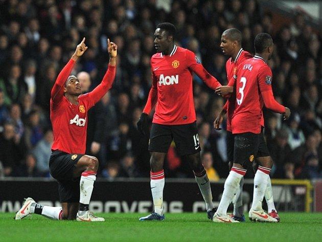 Antonio Valencia z Manchesteru United (vlevo) se raduje z gólu.