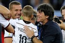 Euforie. Trenér Joachim Löw (vpravo) dovedl fotbalisty Německa k titulu mistrů světa.
