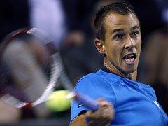 Lukáš Rosol returnuje ve čtvrtfinále Davis Cupu proti Japonsku.