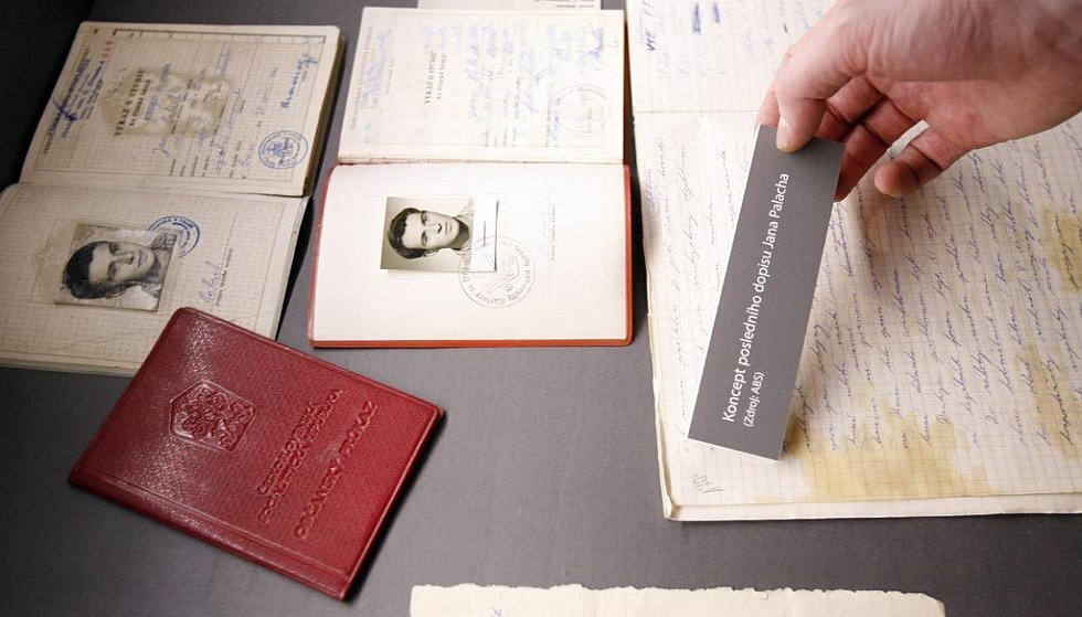 Detail studentského průkazu a občanského průkazu Jana Palacha