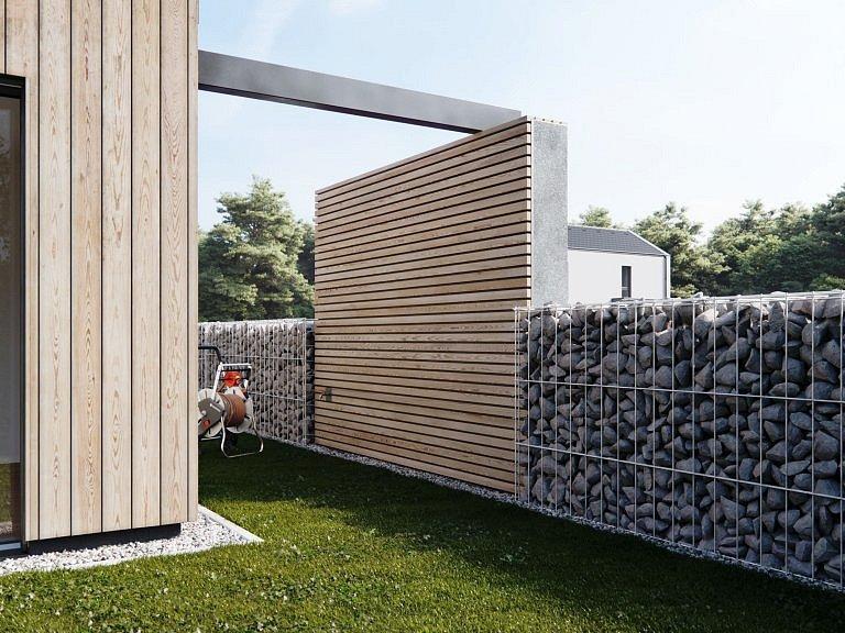 Chytrý plot v sobě ukryje pergolu posezení či věšák na prádlo.
