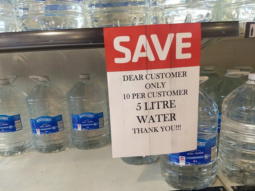 Kapskému městu dochází voda. Zemi sužují nebývalá sucha. Kampaň na šetření vodou.