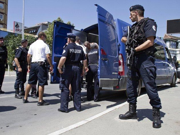 Kosovská policie zadržela pět osob napojených na islamisty, kteří údajně plánovali otrávit pitnou vodu v nádrži zásobující kosovskou metropoli.