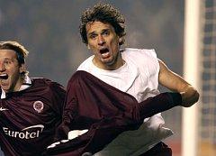 Radost Marka Kincla po brance do sítě římského Lazia, kterou na Letné rozhodl utkání Ligy mistrů v listopadu 2003.