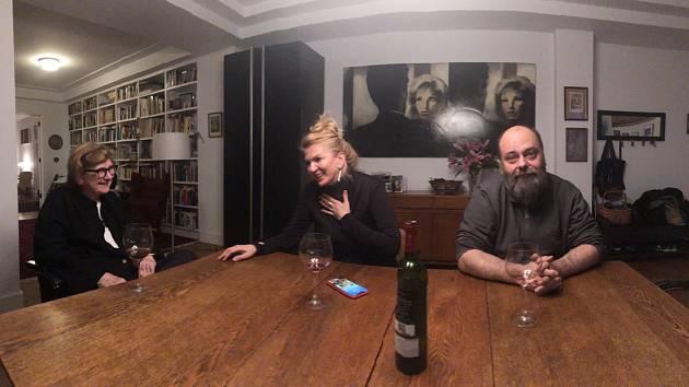 Milena Jelínková (vlevo) s Martinou Formanovou a scenáristou Petrem Jarchovským