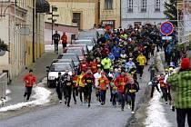 Celkem 209 účastníků se 1. ledna vydalo na tradiční novoroční Běh kolem Lokte na Sokolovsku.