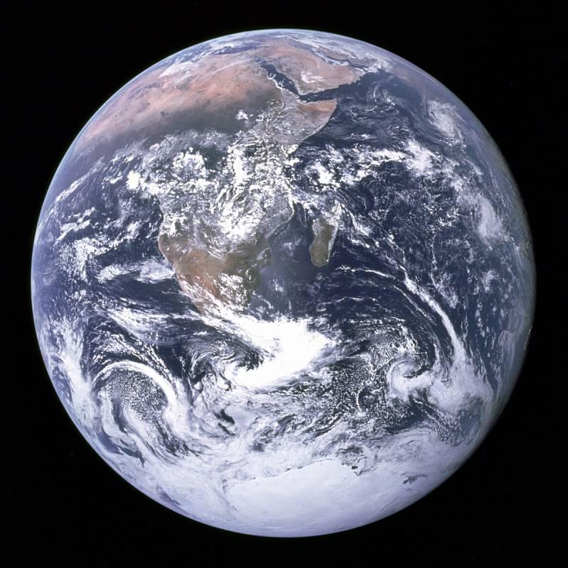 Rotace Země kolem své osy se údajně zpomaluje zhruba každých sto let.