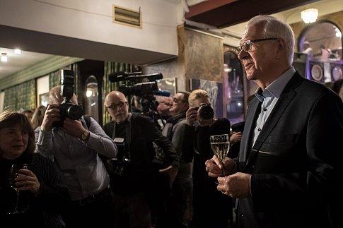 Kandidát na prezidenta Jiří Drahoš se 22. ledna 2018 v Praze setkal s jeho bývalými protikandidáty z prvního kola voleb Pavlem Fišerem, Michalem Horáčkem a Markem Hilšerem a zakončil tak svoji kontaktní kampaň před druhým kolem prezidentských voleb.