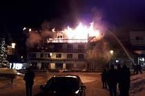 Požár v lyžařském středisku Courchevel