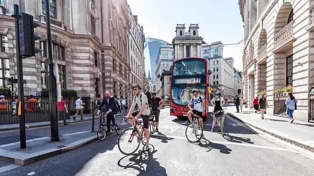 Velká Británie chce využít současnou pandemii koronaviru k zásadním změnám ve způsobu dopravy.
