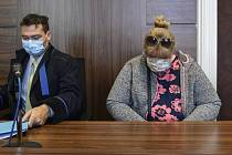 Renáta Pelikánová Pražský městský soud 1. června 2020 za podporu a propagaci terorismu uložil dvouletý podmíněný trest Renátě Pelikánové (vpravo), která na facebooku chválila pachatele teroristického útoku na novozélandské mešity