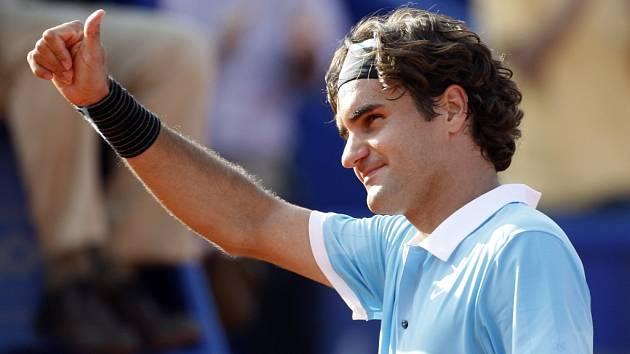 Roger Federer zvládl úspěšně svůj první letošní zápas na antuce.
