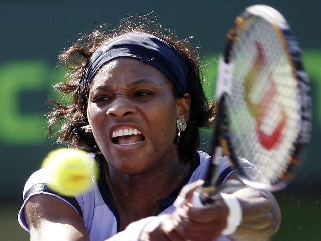 Američanka Serena Williamsová suverénně kráčí za obhajobou titulu v Miami. Ve čtvrtfinále porazila i světovou jedničku Belgičanku Justine Heninovou.