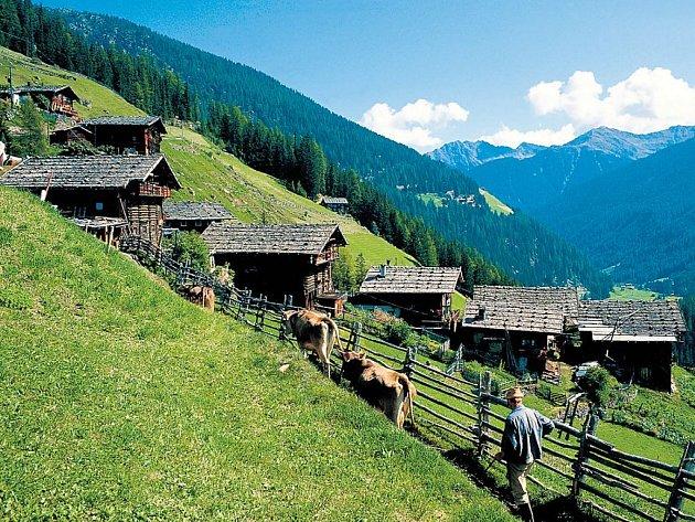 OSOBITÝ RÁZkrajiny najdete ve všech jihotyrolských vesničkách. Lidé jsou zde závislí na turistice a zemědělství.