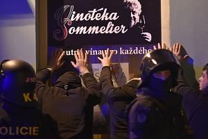 Policisté zadržují české fanoušky
