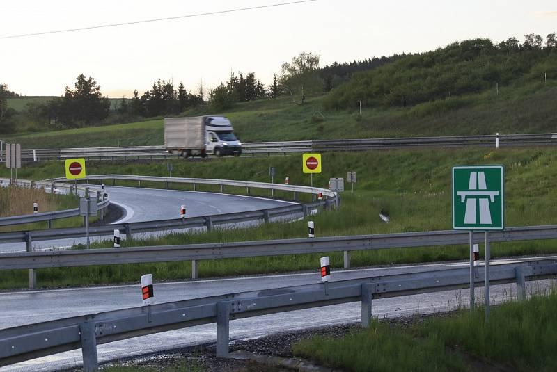 Jeden z nejnebezpečnějších úseků, kde se stává řada nehod, je u Velkého Meziříčí na Vysočině