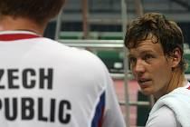 Nejlepší český tenista Tomáš Berdych během tréninku českého daviscupového týmu.
