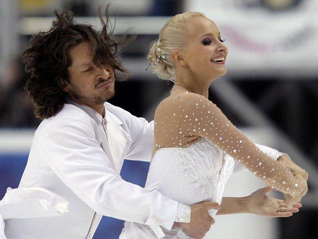 Ruský pár Oksana Domnainaová a Maxim Šabalin.