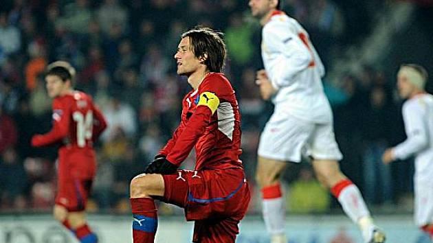 Tomáš Rosický v duelu proti Černé Hoře.