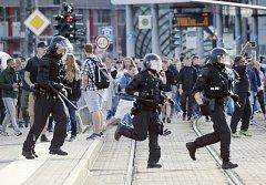 Zásah německé policie při protestech v Chemnitzu.
