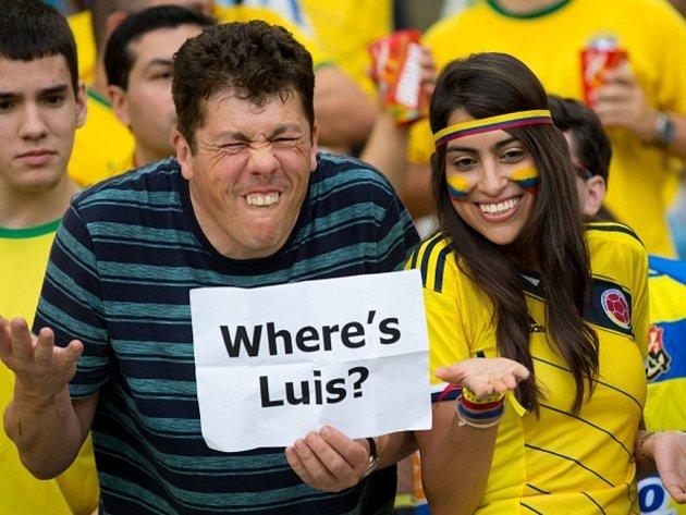 Kde je Luis? Fanoušci Kolumbie si v zápase s Uruguayí dělají legraci ze Suáreze, který nemohl nastoupit kvůli trest za kousnutí protihráče.