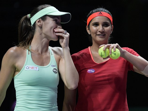Hvězdné deblistky Martina Hingisová a Sania Mirzaová na Turnaji mistryň.
