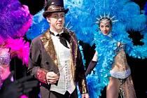 JIŘÍ LANGMAJER v roli konferenciéra kabaretu Moulin Rouge v muzikálu Mata Hari, který uvádí Divadlo Broadway v Praze.