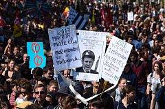 Protestní pochod proti Macronovi