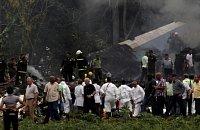 Vyšetřovatelé na místě havárie letadla