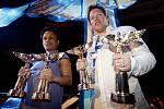 Matěj Ruppert a Tonya Graves ze skupiny Monkey Bussines, kteří získali při slavnostním večeru tři ceny a Matěj jednu.