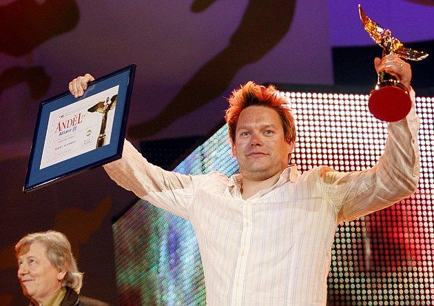 Matěj Ruppert s cenou pro nejlepšího zpěváka.