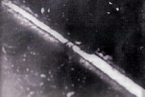 Vrak britského torpédoborce Mohawk, která se bitvy zúčastnila v řadách 14. britské flotily, vyfocený z italského letadla
