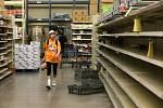 Hurikán Harvey dorazil do Texasu. lidé vykoupili zásoby potravin.