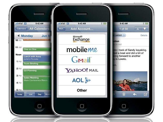 Čeští operátoři začnou nabízet mobilní telefon IPhone 3G.