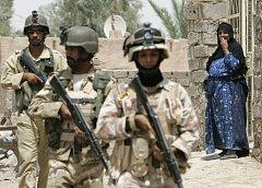 Iráčtí vojáci přebírají zodpovědnost za bezpečnost v ulicích, jejich vláda by podle Washingtonu zase měla převzít odpovědnost za rekonstrukci země