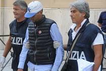 Italská policie zatkla na Sicílii 17 lidí, kteří jsou podezřelí z pašování migrantů do Evropy. Ilustrační foto.