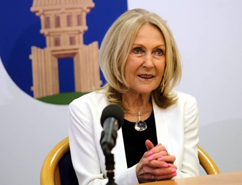 Eva Jiřičná o sobě s hrdostí říká, že je Moravačka a Zlíňanka, přestože žije ve Velké Británii. Ve svém rodném městě přebírala v roce 2018 Cenu města Zlína