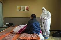 Lékařská izolace ve Wu-chanu kvůli smrtícímu koronaviru.