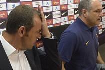 Andoni Zubizarreta (vpravo) v době, kdy působil ve vedení Barcelony.