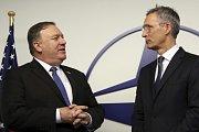 Americký ministr zahraničí Mike Pompeo a generální tajemník NATO Jens Stoltenberg.