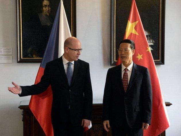 První čínský vicepremiér Čang Kao-li s českým premiérem Bohuslavem Sobotkou před jednáním delegací obou zemí 28. srpna v Praze.