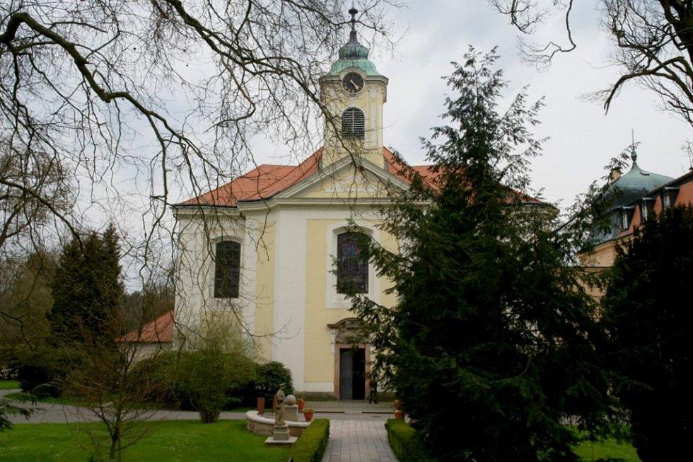Kostel Nejsvětějšího jména Ježíš v Lánech