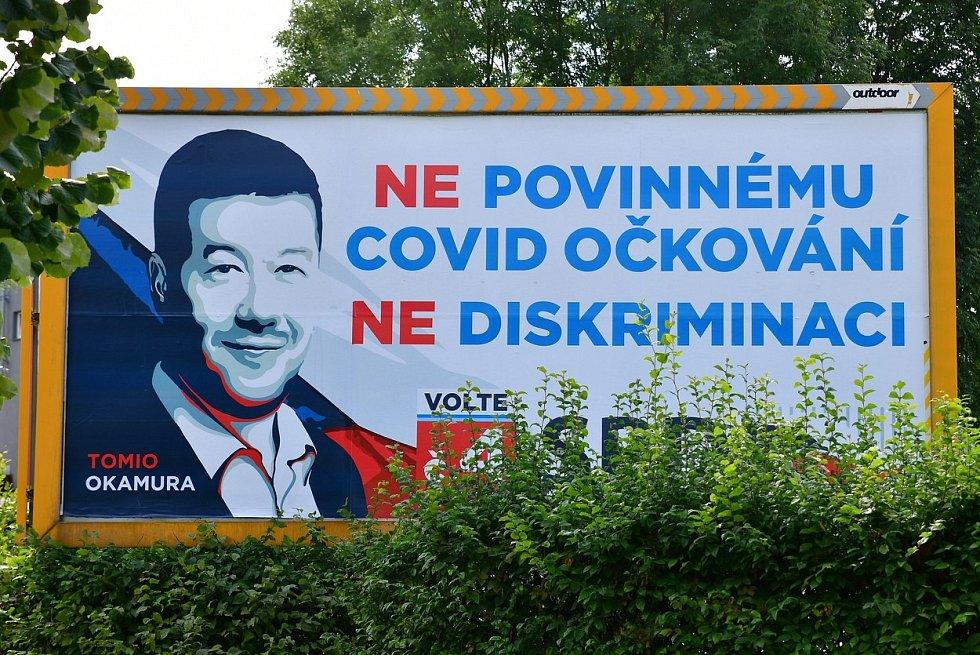 Hnutí SPD Tomia Okamury bojuje v kampani proti povinnému očkování proti covidu.